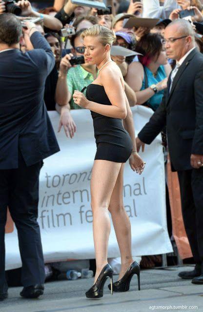 Scarlett Johansson Mini Skirt And Bikini Cigar Fashion Life Style Scarlett Johansson Scarlet Johansson Celebs