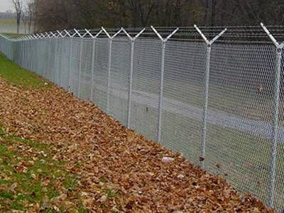 Chain Link Barbed Wire Anti Intruder Fence For Higher Level Protection In 2020 Garden Landscape Design Barbed Wire Fence