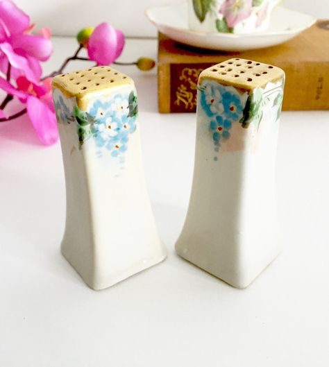 "Square 1//2/"" H Miniature Dollhouse Porcelain Salt and Pepper Shakers"