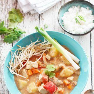 Overhead Shot Of Vegan Thai Massaman Curry Yumsome Com Thai Massaman Curry Vegan Thai Massaman Curry