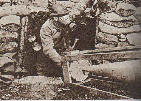 French artilleryman wearing an ARS gas mask c.ww1 (With images) | Gas mask,  Historical figures, Gas