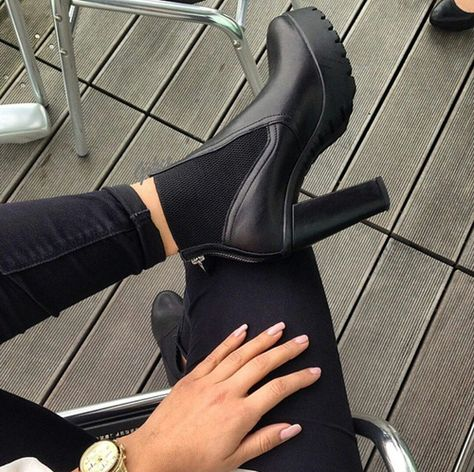 LISTING Steve Madden Black Ankel Boot Edgy and fun, this Amandaa ankle boot is the one to own. Leather upper with rubber sole. Back zip closure , heel is comes with box Steve Madden Shoes Ankle Boots & Booties