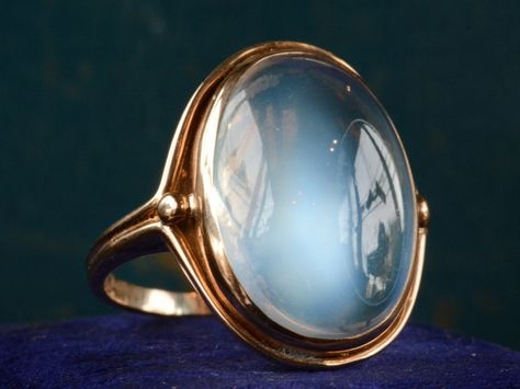 Moonstone bezel antique ring The post Moonstone bezel antique ring appeared first on Wedding.