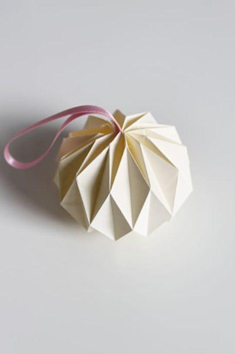 Diy Home : Illustration Description DIY Origami Ball Tutorial -Read More – Origami Ball, Diy Origami, Origami And Kirigami, Origami Tutorial, Origami Ideas, Origami Instructions, Origami Xmas Cards, Origami Shapes, Origami Gifts