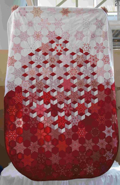 Oval Table Cloth made with 60* Diamonds...beautiful! Love the multiple patterns on one quilt.  PaperPieces.Com