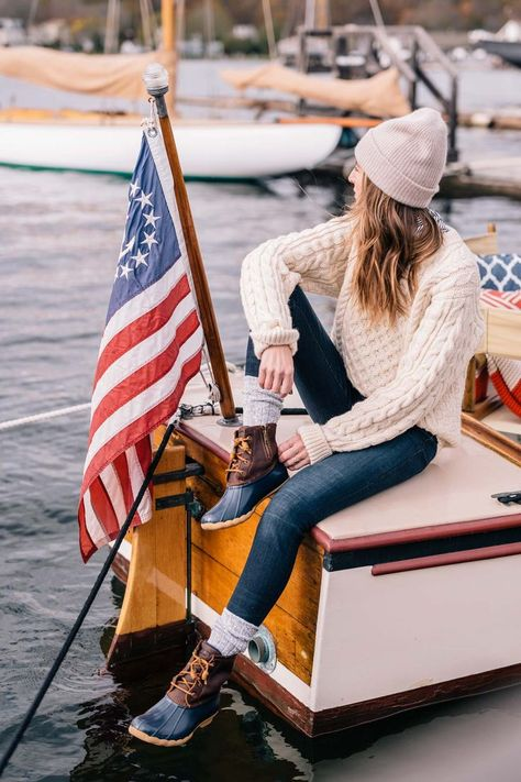 Jess Ann Kirby wears sperry duck boots and a LL Bean fisherman sweater to weather New England in the fall Casual Winter Outfits, Preppy Winter, Winter Boots Outfits, Fall Outfits, Outfit Winter, Couple Outfits, Stylish Outfits, Outfit Summer, Girly Outfits