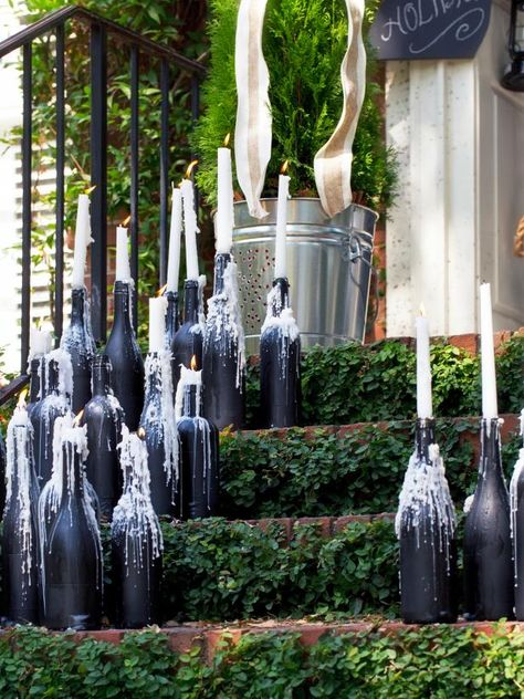 Halloween is simply enjoyable and frivolity. If you prefer cute decor this Halloween, then you've got to look at this out. With every one of the festivities it can be challenging to bear in mind that Halloween is right around the corner. Old Wine Bottles, Christmas Wine Bottles, Wine Bottle Crafts, Halloween Wine Bottles, Wine Bottle Candles, Diy Bottle, Adornos Halloween, Manualidades Halloween, Holidays Halloween