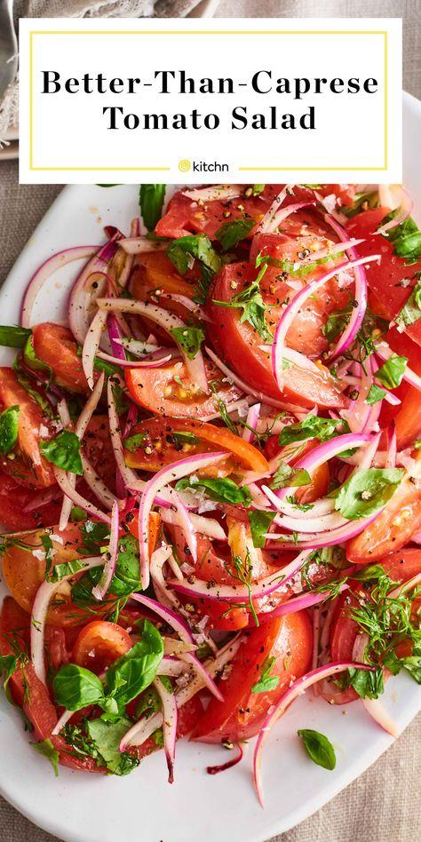 This Is the Summer Salad That Really Lets Tomatoes Shine (It's Not Caprese) Dies ist der Sommersalat, der Tomaten zum Strahlen bringt (nicht Caprese) Veggie Dishes, Vegetable Recipes, Vegetarian Recipes, Cooking Recipes, Healthy Recipes, Tomato Dishes, Vegetable Salad, Pescatarian Recipes, Chicken Recipes
