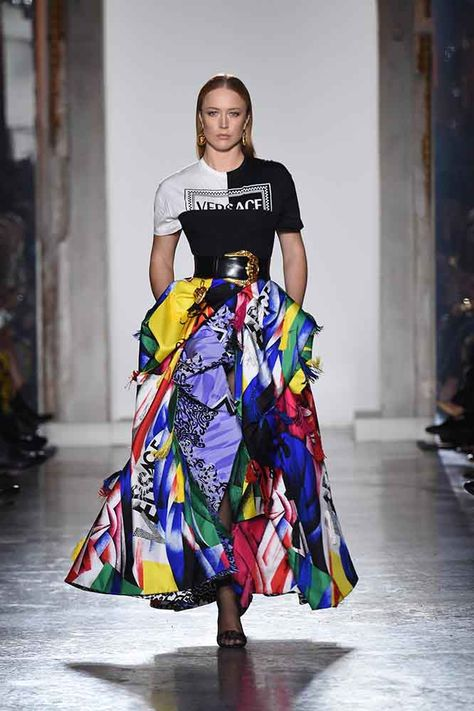 The complete Versace Fall 2018 Ready-to-Wear fashion show now on Vogue Runway.