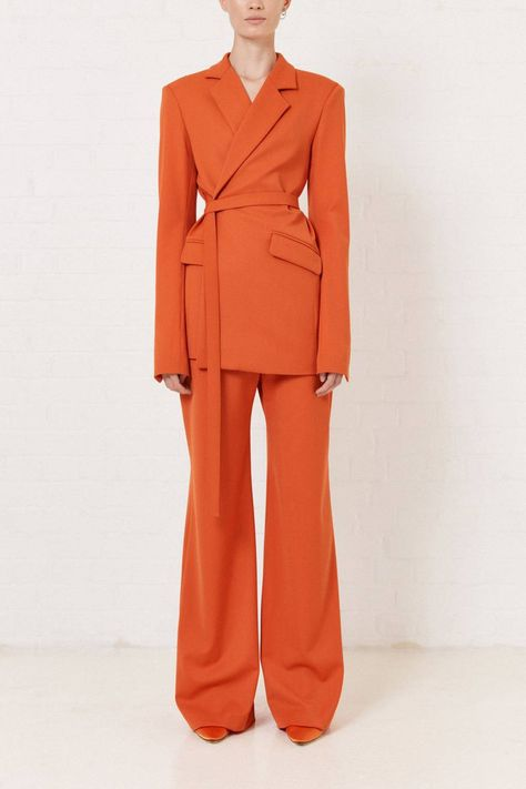 - Jacket Designs - 11 of the coolest trouser suits for the chicest office dwellers to snap up this season House of Holland,tailleur pantalon monochrome,veste ceinturée et pantalon surdimensionnés. Blazer Fashion, Suit Fashion, Look Fashion, Fashion Outfits, Fashion Design, Tailored Jacket, Suit Jacket, Tailored Suits, Ladies Trouser Suits