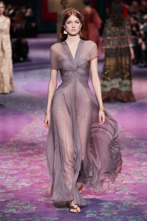 Christian Dior Haute Couture Spring-Summer 2020 - Fashion show Haute Couture Paris, Spring Couture, Haute Couture Fashion, Couture Week, Haute Couture Dresses, Style Couture, Dior Fashion, Runway Fashion, Fashion Show