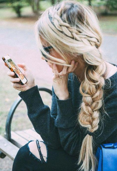 Effortless Chic Braided Hairstyle #Hairstyles #HairTutorial #Haircut #Hairstyle #Braided #Chic #ChicHairstyle #sideBraided