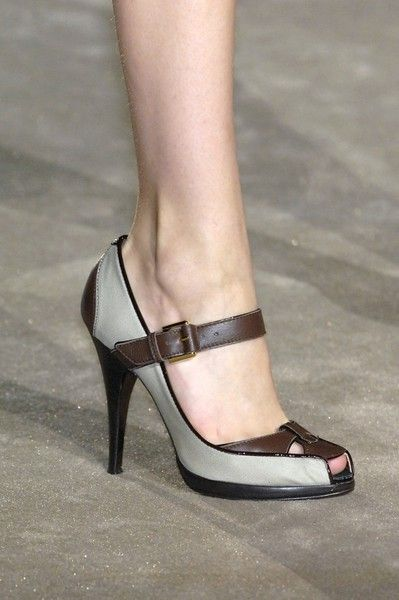 Next Post Previous Post Roberto Cavalli at Milan Fashion Week Fall 2007 Roberto Cavalli Herbst 2007 – Details Fab Shoes, Pretty Shoes, Beautiful Shoes, Cute Shoes, Me Too Shoes, Roberto Cavalli, Shoe Boots, Shoes Sandals, Fashion Shoes