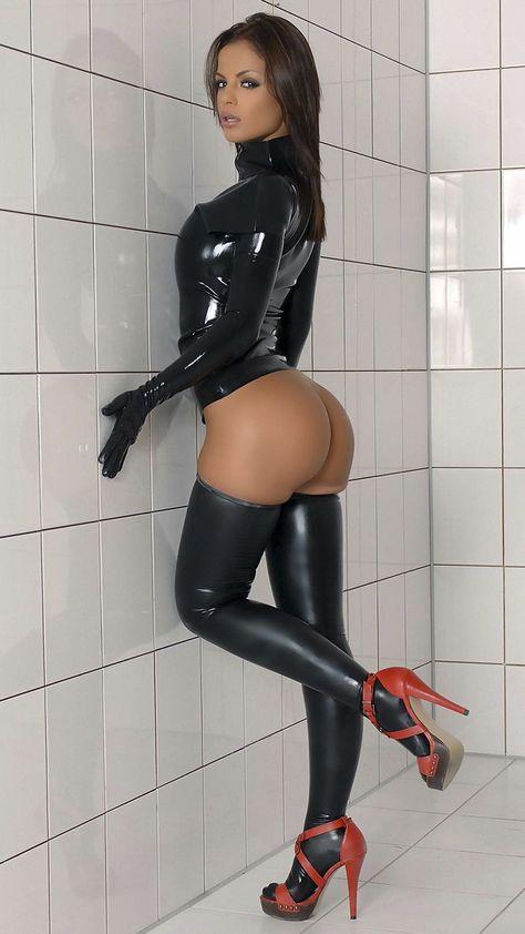 Фото девок в леггинсах латексных трусиках