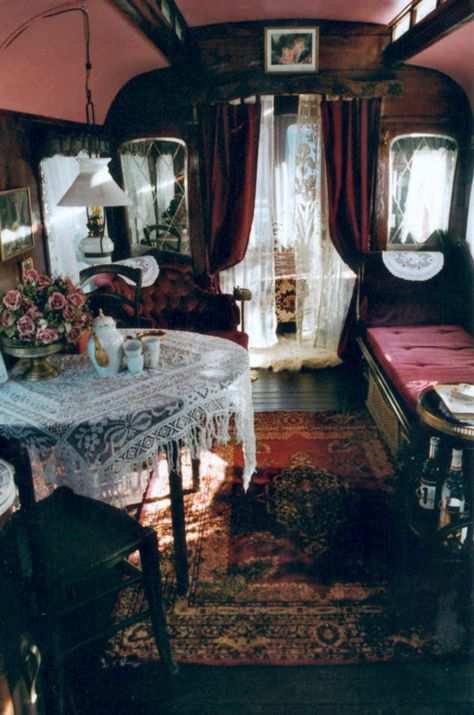 Perla - This is the interior of a gypsy wagon (vardo). I told the hubs when we have a house with a yard, he is to build one for me and I will use it as a writing studio. Or, a big girl play house! Gypsy Living, Tiny Living, Bohemian Living, Caravan Living, Living Room, Gypsy Trailer, Tyni House, Sweet Home, Bohemian Lifestyle