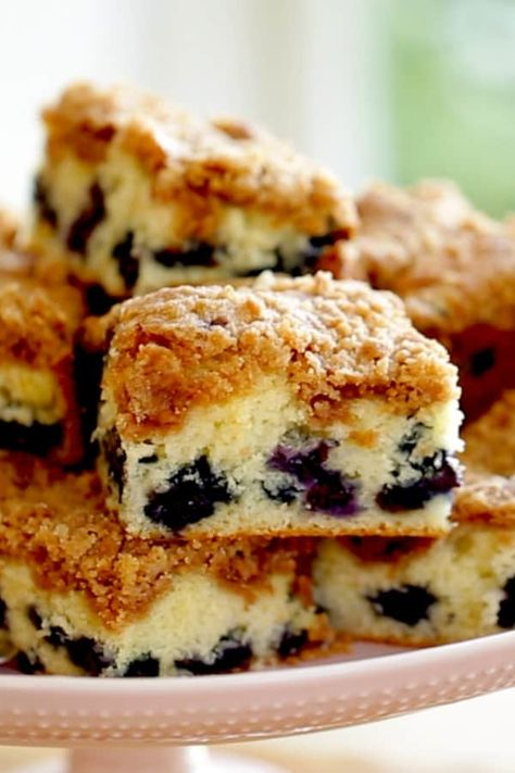 The Best Blueberry Crumb Cake recipe that will wow a crowd! Perfect for Easter B… The Best Blueberry Crumb Cake recipe that will wow a crowd! Perfect for Easter Brunch or Mother's Day Brunch. Easter Recipes, Brunch Recipes, Dessert Recipes, Recipes Dinner, Easter Desserts, Brunch Ideas, Food Cakes, Cupcake Cakes, Cupcakes