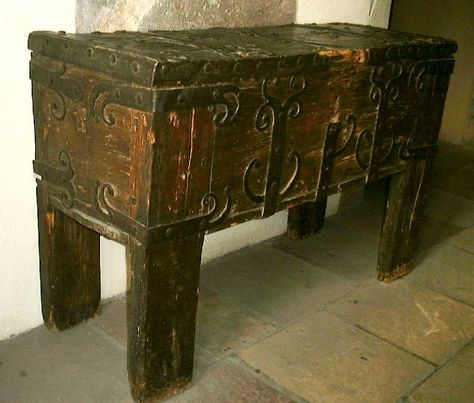 13th century furniture | Chests and Trunks in the Middle Ages and Renaissance