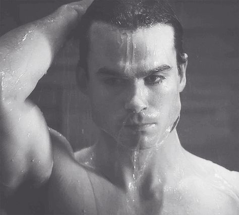 TVD-Damon-Salvatore-Shower