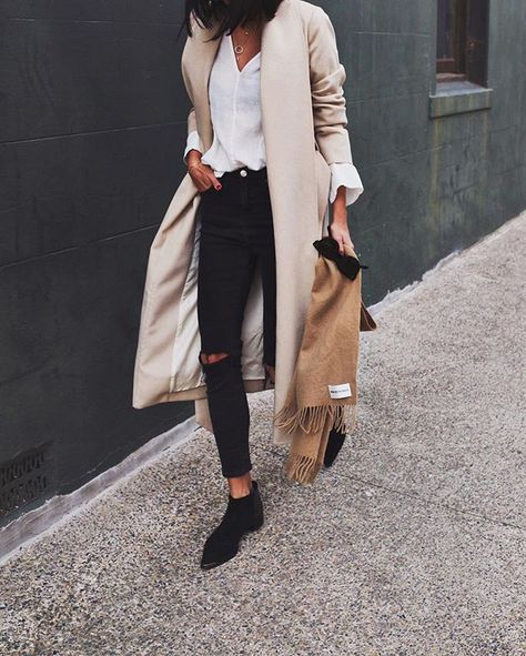 Classic vibes with @ayr coat, @leemathewsau shirt and @senso booties…