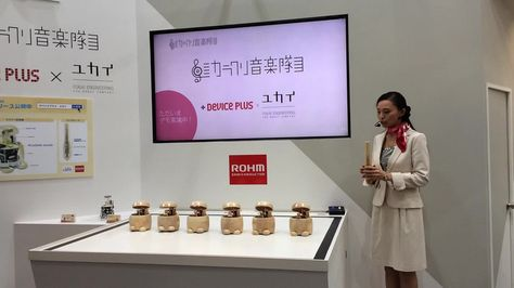ROHM Semiconductor @ CEATEC 2015: Karakuri playing mucis robots por ROHM Semiconductor Europe    Por Flickr: Karakuri playing mucis robots - collaborate with Yukai-kogaku. ROHM Semiconductor's Karakuri playing mucis robot demo at CEATEC JAPAN 2015 exhibition. Six wooden mechanical robots will move around playing music like Xylophone band controlled by Lazurite Sub-GHz and accelerometer.