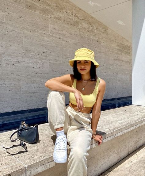 Indie Outfits, Cute Casual Outfits, Retro Outfits, Fashion Outfits, Yellow Outfits, Fashion Weeks, Stylish Outfits, Vintage Outfits, Moda Streetwear