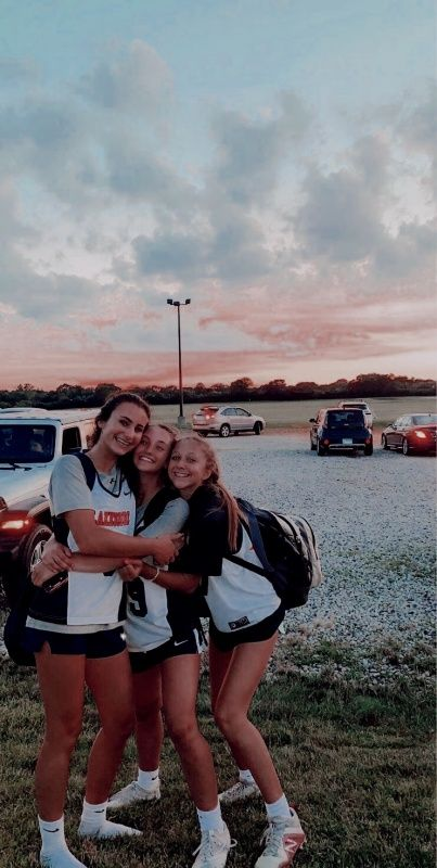 Cute Soccer Pictures, Cute Friend Pictures, Team Pictures, Best Friend Pictures, Sports Pictures, Friend Pics, Football Girls, Girls Soccer, Sporty Girls