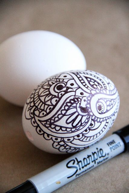 Doodle Easter Eggs pinned with permission from Alisa Burke