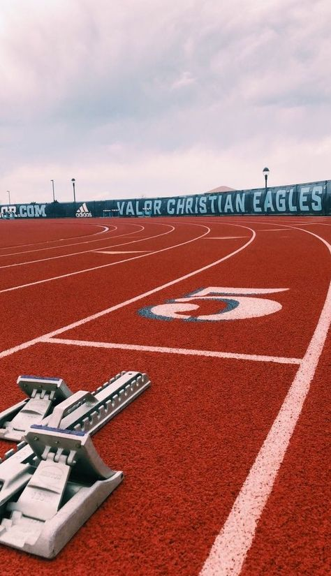 Track Pictures, Running Pictures, Running Track, Track Workout, Running Tips, Pista, Field Wallpaper, Wallpaper Quotes, Track Quotes