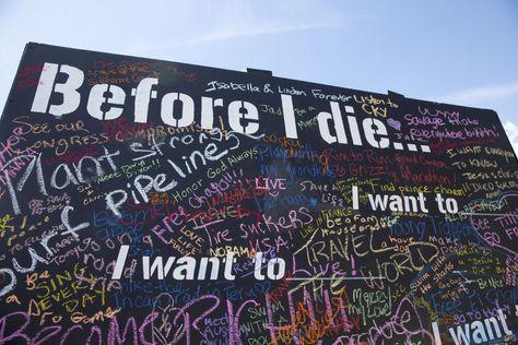 """Grosse Schriftzüge werden meistens mit Farbrollen an die Wand gebracht. """"Before I die..."""" Wand in Berlin. Tolle urbane Kunst: http://www.fotos-fuers-leben.ch/fotokurs/street-art-fotografie/street-art-motivwahl/"""