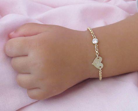 Minimalist™ Super cute initial bracelet for your little daughter.