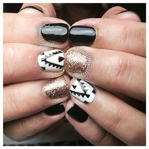 Black Gold Nails Black, White, Gold, and Tribal Nails! Get Nails, Love Nails, How To Do Nails, Pretty Nails, Hair And Nails, Orly Nails, Uv Gel Nails, Nail Art Cute, Tribal Nails