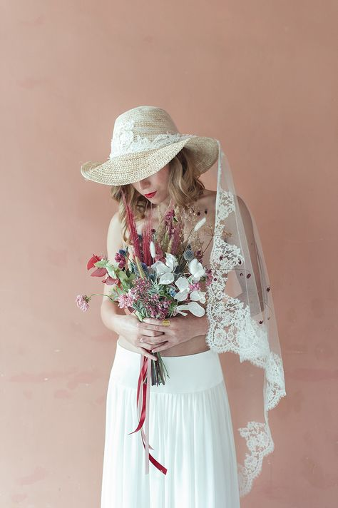 """♡ C h a p e a u V o i l e   """" - Ile des doux secrets et des fêtes du cœur ! De l'antique Vénus le superbe fantôme Au-dessus de tes mers plane comme un arôme Et charge les esprits d'amour et de langueur. """"  Un voyage à Cythère, Charles Baudelaire (extrait) #louisedentelle #wedding #mariage #robedemariee #handmade #faitmain #1robe1mariage #nouvellecollection #igerstoulouse #toulouse #bride #robe #amour #mode ♡ Photographie : #letempsdesimages ♡ Accessoire : chapeau voile"""