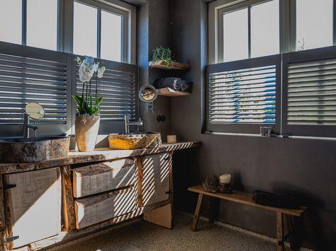 Karakteristieke badkamer met piet boon shutters by zonnelux als