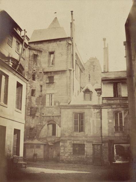 Cour attenante à l'ancien Hôtel - Ancienne Préfecture de police de Paris, rue de Jérusalem, 1850-1854 par Pierre Ambroise Richebourg.