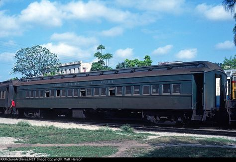 FdeC 6035 Description: Ferrocarriles de Cuba Photo Date: 4/1/1980 Location: Havana, CB Author: Matt Herson Categories: Passenger