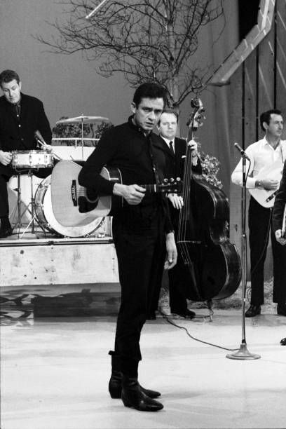 Country singer Johnny Cash, center, with Cash's band, The Tennessee. Country Musicians, Country Music Singers, Music Film, Music Icon, Johnny Cash Lyrics, Johnny And June, Famous Pictures, Perfect Boyfriend, Music Guitar