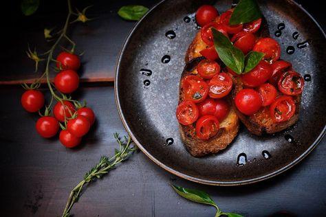 "𝚝𝚑𝚊í𝚜 𝚌𝚛𝚒𝚜𝚝𝚒𝚗𝚊𝚜 on Instagram: ""• • #foofdporn  #bruchetta  #classic #photography  #foodphotography  #foodfluffer  #foodartblog  #italian #italianrecipe  #italianfood…"""