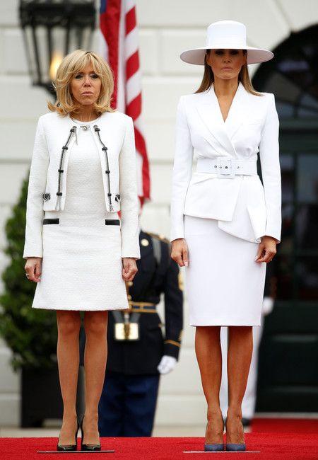 Melania Trump Noquea Al Personal Con Su Total Look En Blanco Nuclear Sombrero Incluido Valorado En Mas De 3 300 Euros Feshion Style Fashion Suits For Women