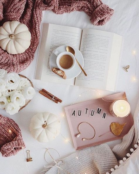 25 Cozy Autumn inspiration - A stylish and cozy home #autumn #fall cozy at home warm drinks