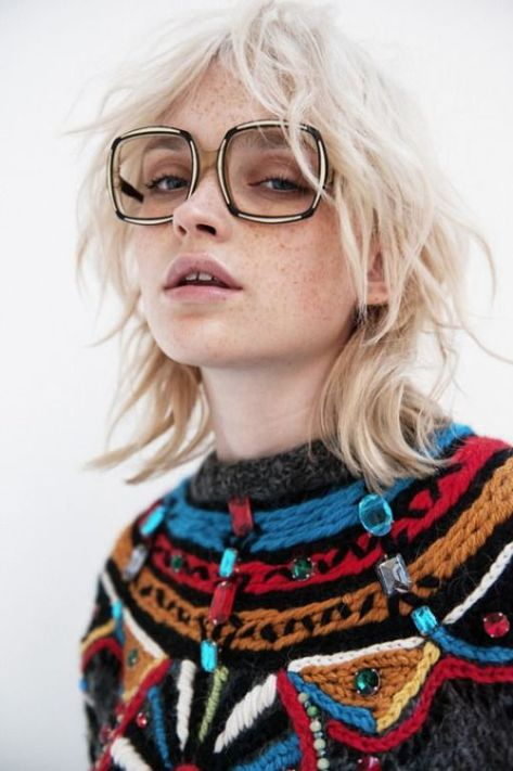 Check out these super stylish haircuts for frizzy hair!