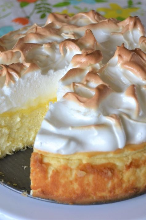 """""""Love lemon meringue pie and cheesecake? Well this is the best of both worlds. Great any time of year and sure to impress your guests."""" This Lemon Meringue Cheesecake is made with a buttery graham cracker crust, creamy Coconut Dessert, Oreo Dessert, Lemon Desserts, Just Desserts, Lemon Recipes, Lemon Mirangue Pie Recipe, Meringue Desserts, Avocado Recipes, Food Cakes"""