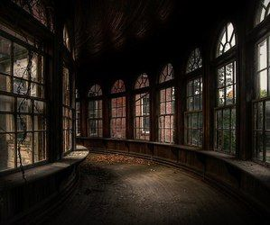 Some abandoned buildings are beautiful, scary or just plain boring. But when a hospital, hotel or church is abandoned, it can be a downright surreal place. Abandoned Asylums, Abandoned Buildings, Abandoned Places, City Buildings, Mansion Homes, Slytherin Aesthetic, Draco Malfoy Aesthetic, Light In The Dark, Hogwarts