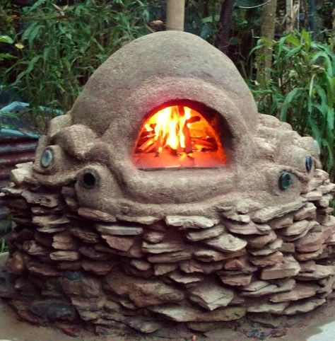A Cob Oven for making pizza and homemade rustic breads - YUM, I can't wait!!!