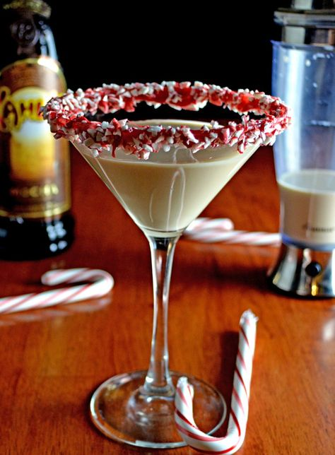 Peppermint Mocha White Russian Martini • 2 parts Mocha Kahlua (3 oz) •1 part Vodka (1.5 oz) •2 parts milk or cream (3 oz) •A drop or two of peppermint extract •Ice •Red candy melts •Crushed candy cane