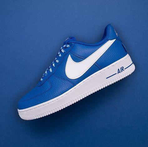 the latest 917f6 16ec7 Nike Air Max 90 Premium - 700155-013 •• AM90 i ljusgrå mocka, vansinnigt  bra. Finns i storlekarna 38,5-46  nike  airmax90  sneakers  am90…