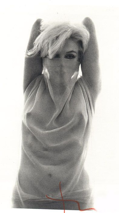 23/06/1962 Black & White Scarf par Bert Stern - Divine Marilyn Monroe