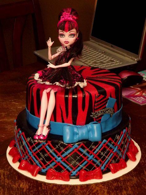 Monster High cake. - Imgur