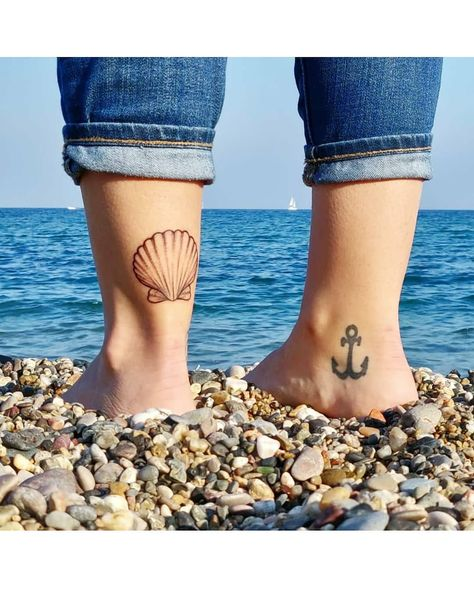 """Becky Cling on Instagram: """"I love my new scallop shell tat 💛 It's a reminder of the week I spent on the Camino de Santiago and a promise to return. It's also a small…"""""""