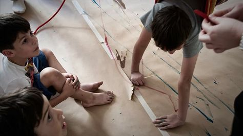 Κίνηση και Ζωγραφική για Παιδιά.   http://toergastirisxediou.gr/zografiki_gia_paidia/  Το Εργαστήρι Σχεδίου διοργανώνει κάθε χρόνο στην περίοδο της σχολικής χρονιάς μαθήματα εικαστικών ενασχολήσεων για τους μικρούς μας φίλους. Με οδηγό την φαντασία, την δυναμική έκφραση των παιδιών και την ανάγκη τους για κίνηση πλαισιώσαμε μια δημιουργική απασχόληση.