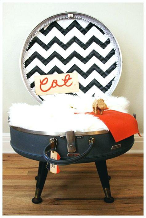 Letti per animali domestici fai-da-te semplici ed eleganti #absolutely #animaledomestico #assolutamente #bed #cane #comfy #comodo #cuscino #delightful #delizioso #design #dog #elegante #fleece #letto #lot #lotto #pet #pillow #raised #sgabello #sollevato #sottosopra #stile #stool #style #stylish #upside #vello
